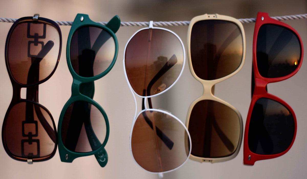 514a9caeb نظارات شمسية مقلدة تسبب العمى 